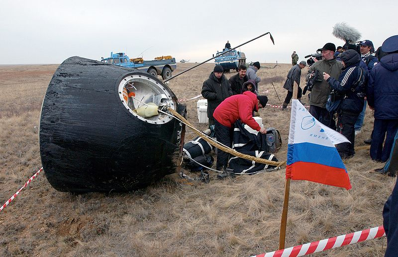 http://cont.ws/uploads/pic/2015/11/800px-Soyuz_TMA-2_after_landing%20%281%29.jpg