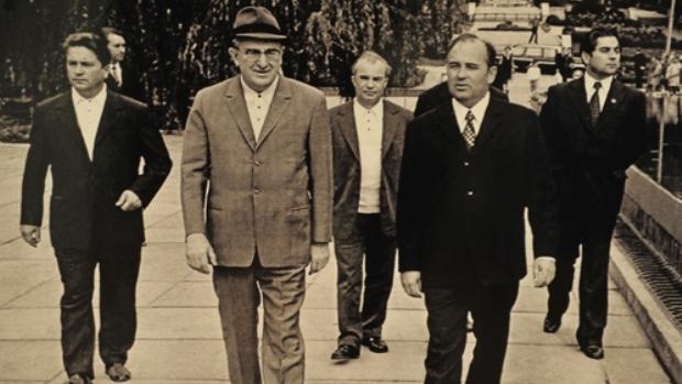 Андропов (слева) с Горбачёвым (справа), предположительно 1977 год, Ставрополье, Минводы