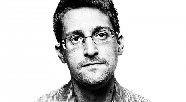 Сноуден троллит