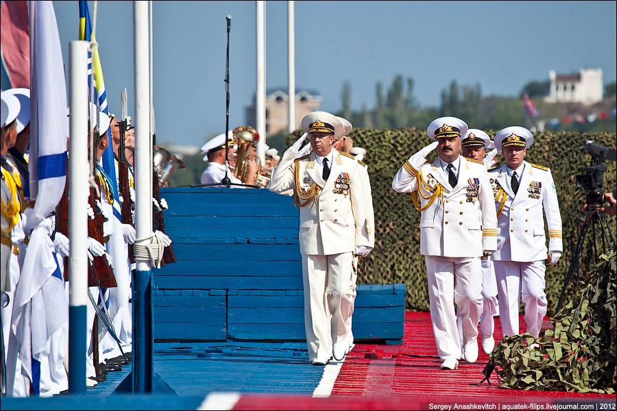 фото как моряки отдают приветствие риск склонность азартным
