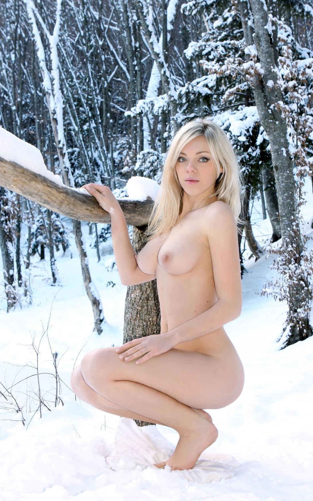 фото голой красивой девушки зимой