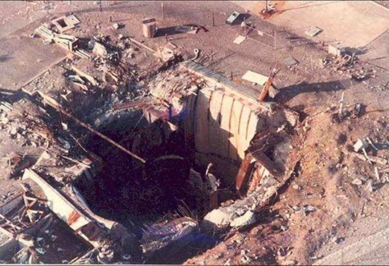 Ядерная ракета Титан II и болт