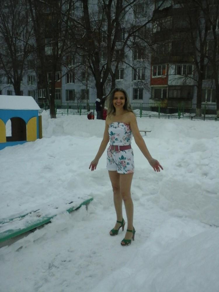 Обнаженные девушки в зимних одеждах фото 30-108