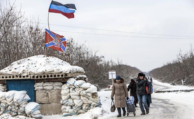 На линии разграничения в Донбассе (Фото: Zuma/TASS)