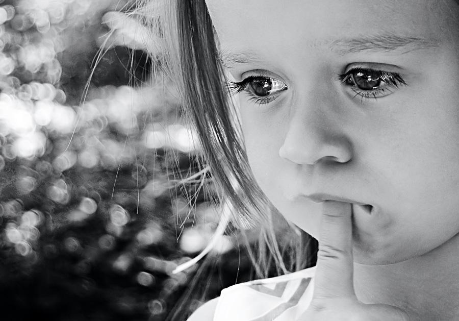 Картинка с грустной девочкой
