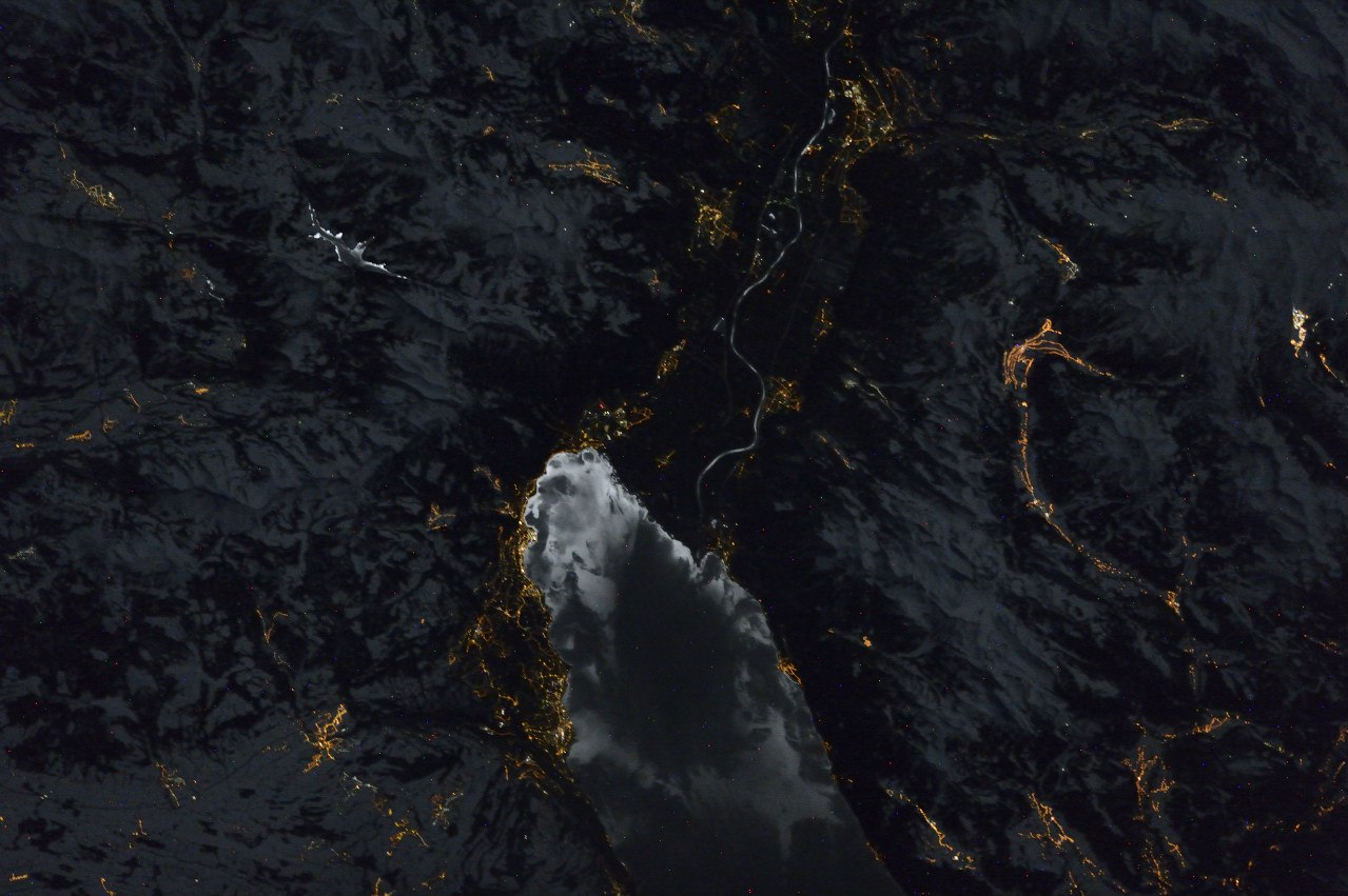 Черный мрамор фото из космоса