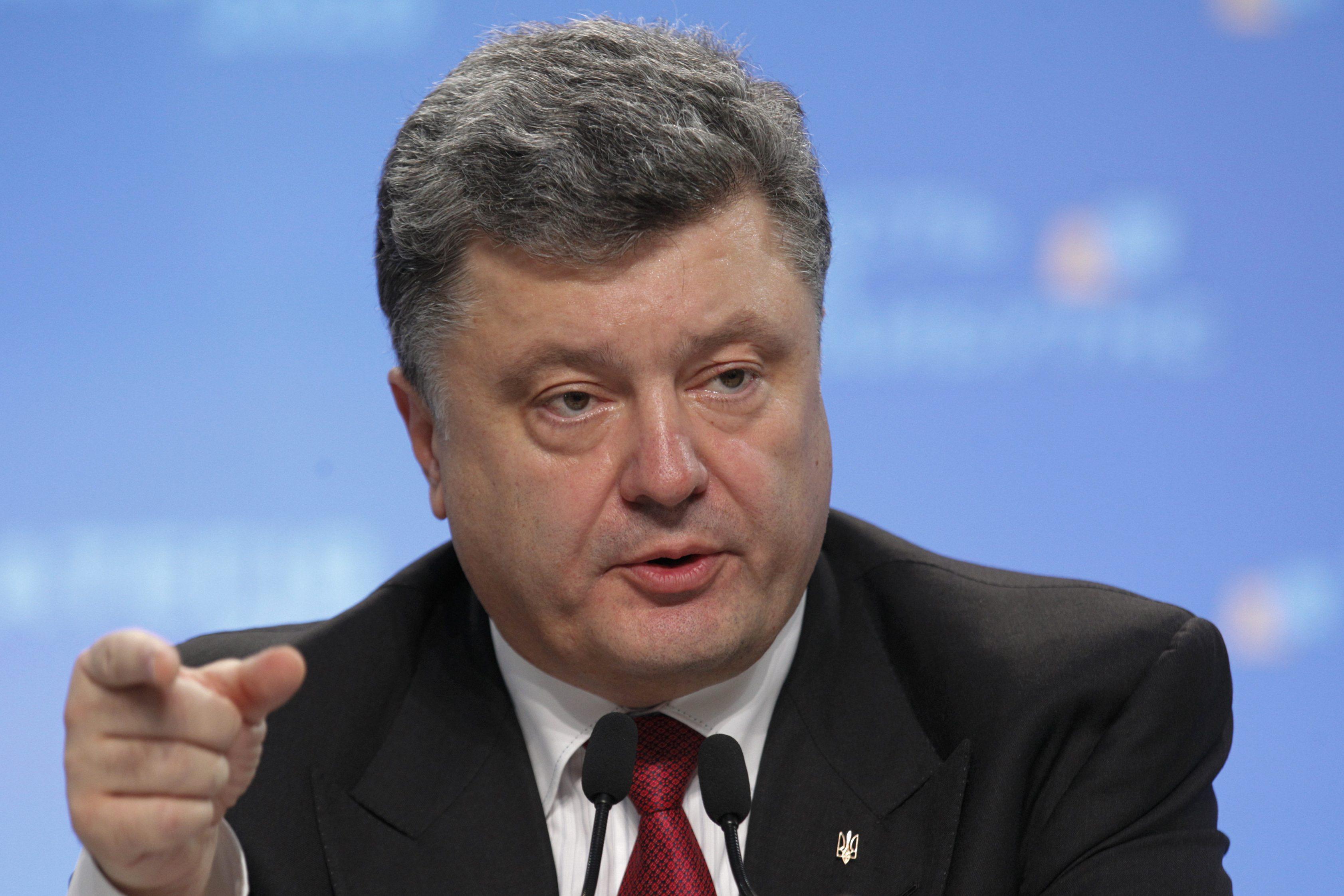 Порошенко призвал США пересмотреть поставки оружия в Украину