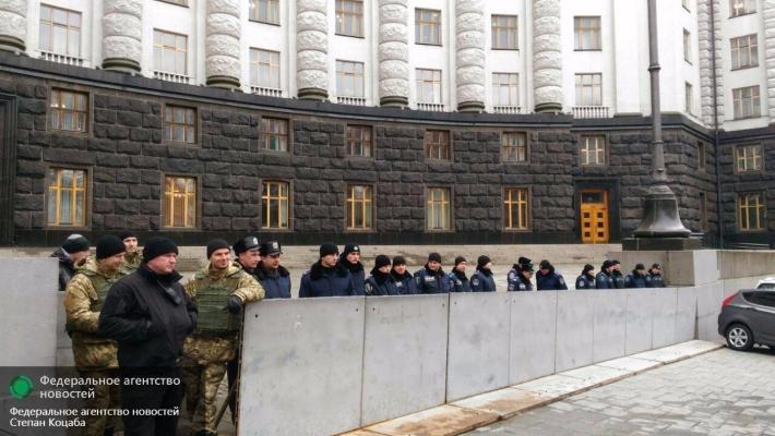 Чернобыльцы прошли маршем по Киеву под красными знамёнами, разогнав правосеков
