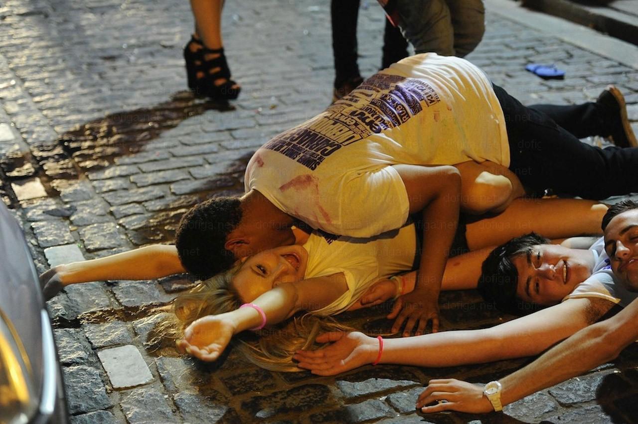 Пьяная молодежь бери кто хочешь