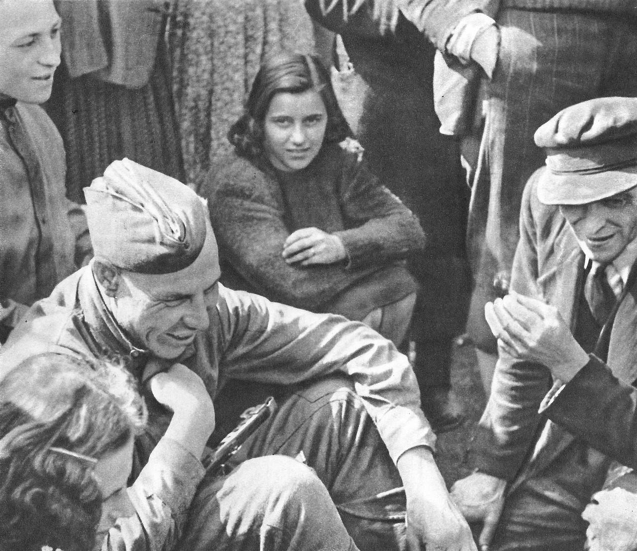 Солдаты пускают по кругу фото 162-167