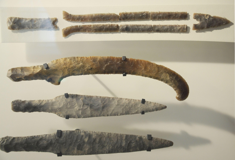 можете попробовать картинки древнего ножа такими