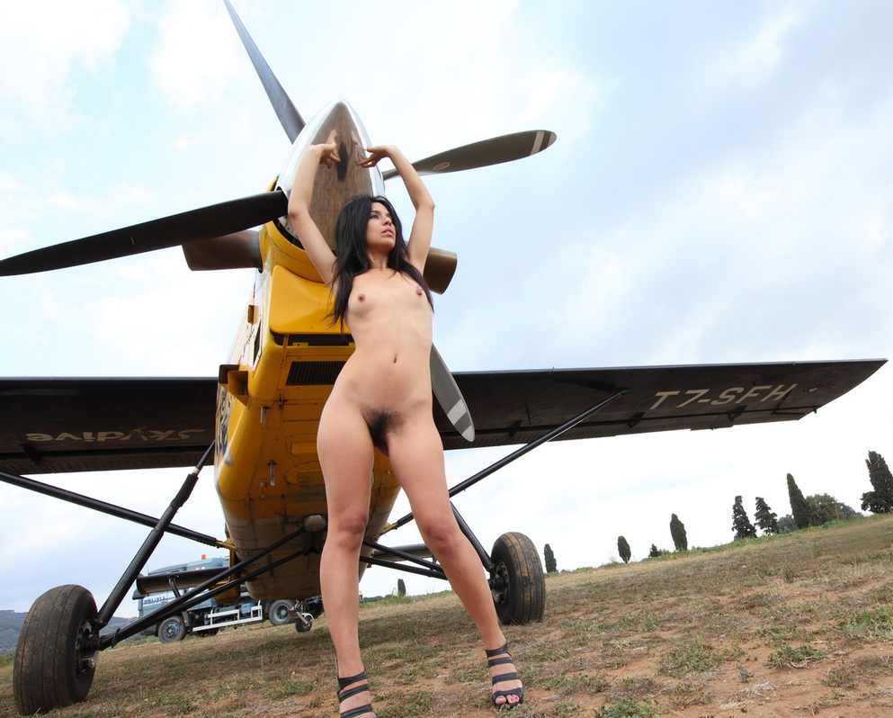 Naked on a aeroplane — photo 10