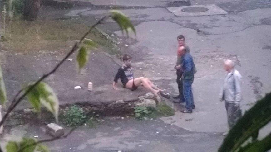 Занимаються сексом на улице