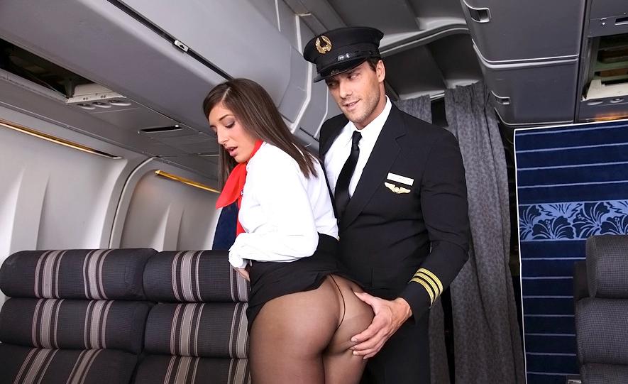 пилоты трахают симпатичную пассажирку посыпались травою здоровье