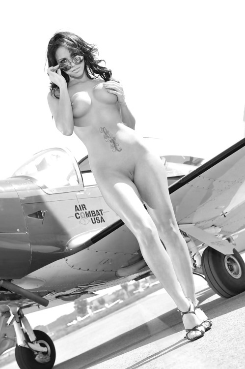 что изменилось, эро фото девушек в самолетах поднимаем таз вверх
