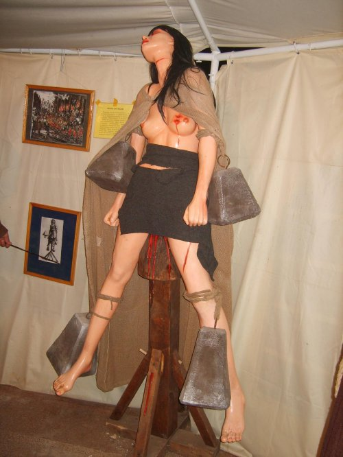 пытки яичек женщиной фото