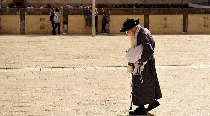 """Картинки по запросу """"Этот старик всю свою жизнь посвятил молитве. Но то, что он рассказал много лет спустя – поразительно!"""""""