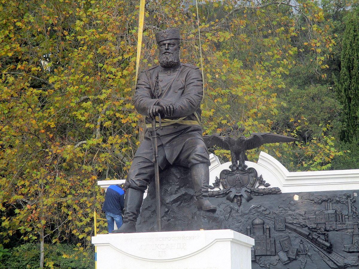 Памятник Александру III воспел не добрую монархию, а наше злое невежество