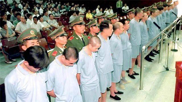 Властям Китая удалось вернуть в страну более 2,5 тысяч коррупционеров