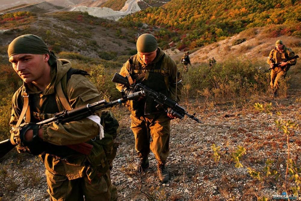 Два русских парня в военной форме, смотреть русское порно как девушка кончает на порно съемке