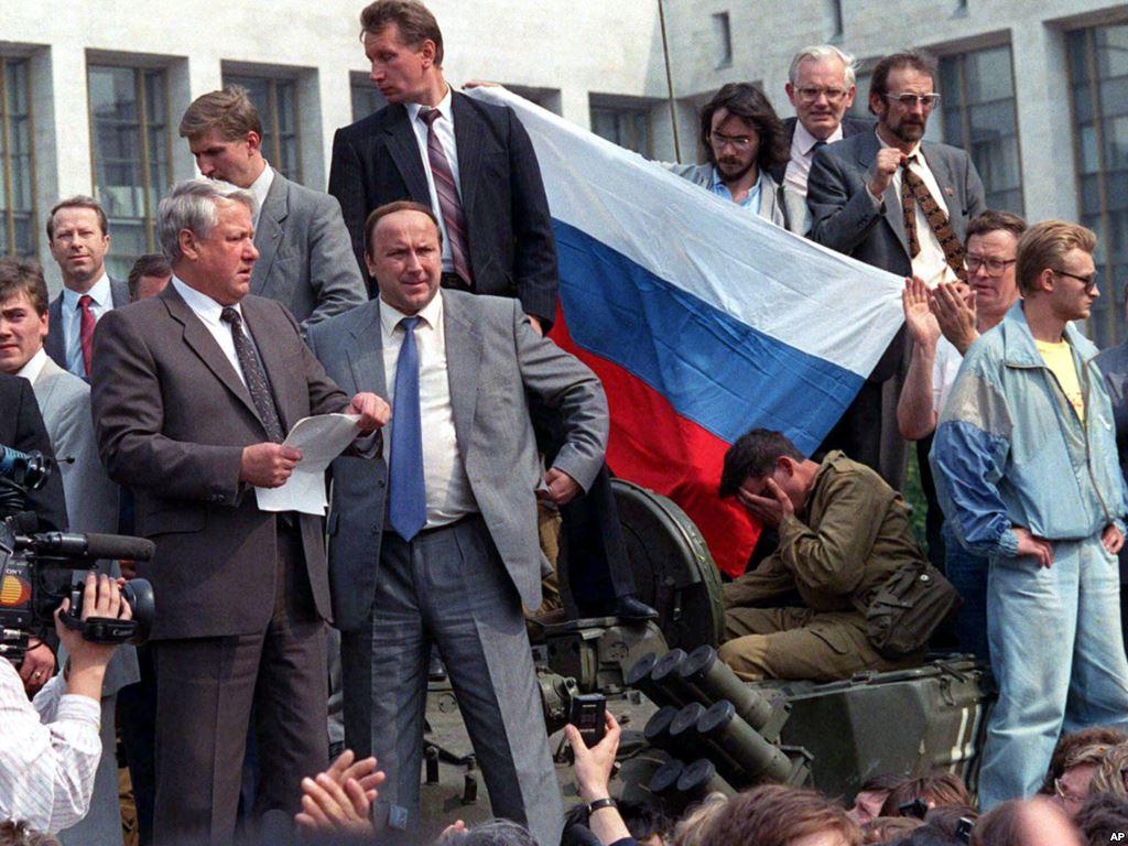 Русская проиграла свои дырки толпе фото 539-332