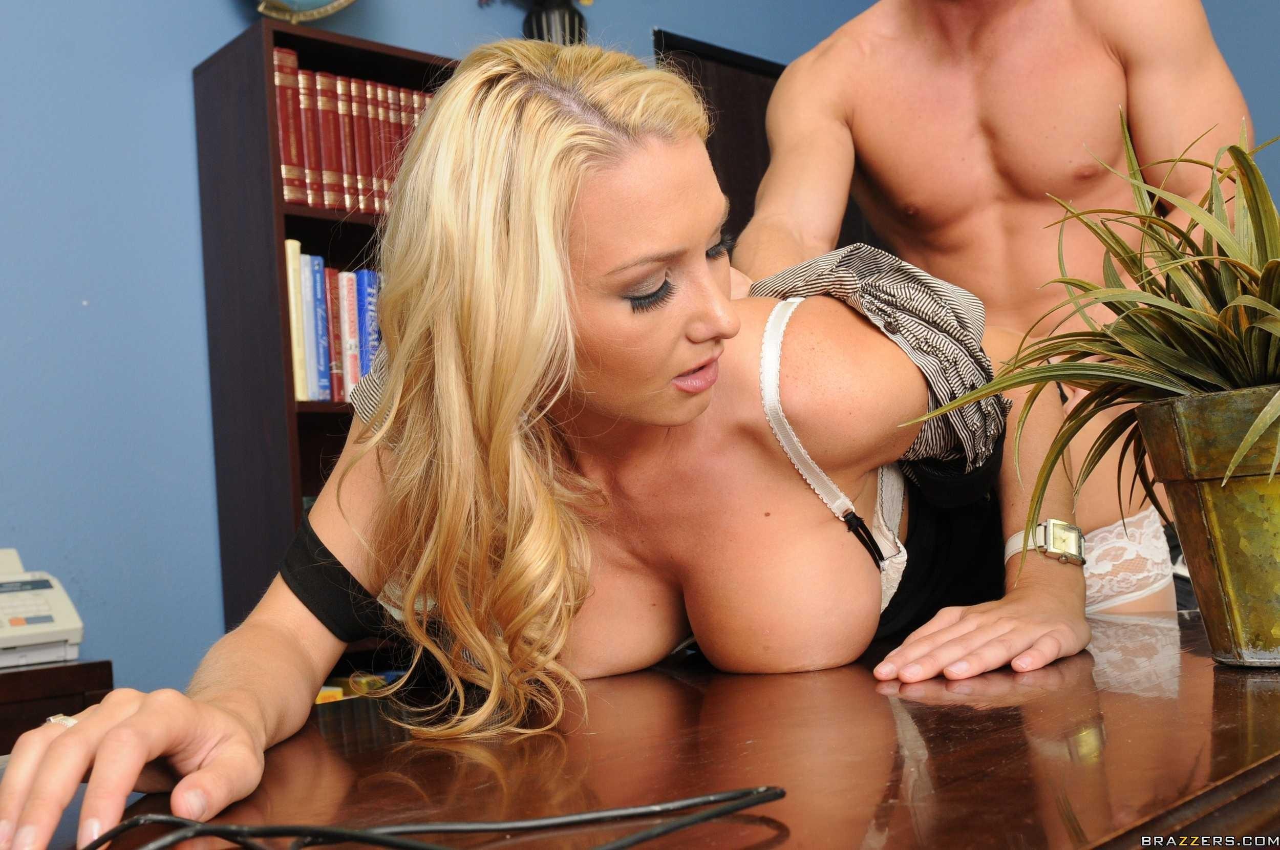 Порноактриса секс в офисе секретарша большие сиськи и зад картинки фото блядей пригласить