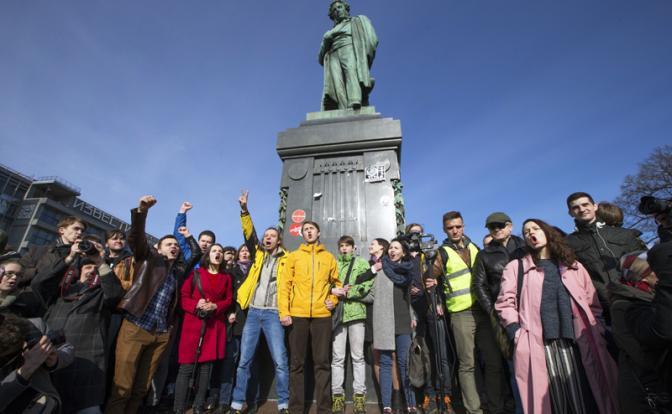 Навальный против Кремля: за кем пойдет молодежь