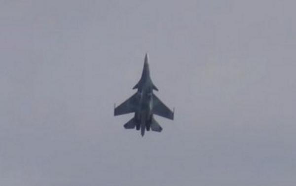Су-30СМ завис в воздухе на 20 секунд