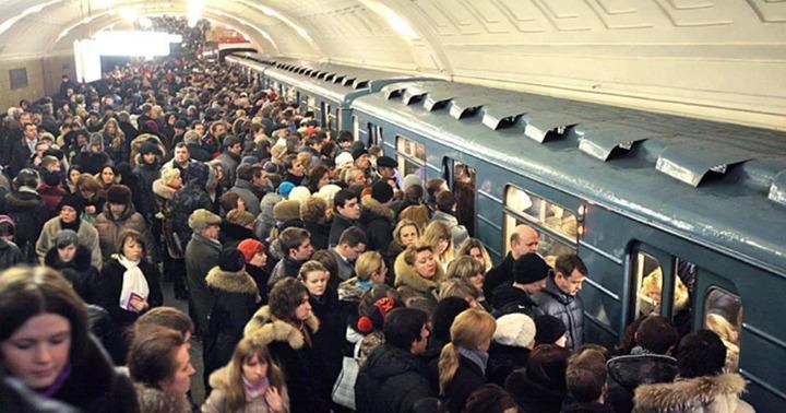 Картинки по запросу Час пик в метро