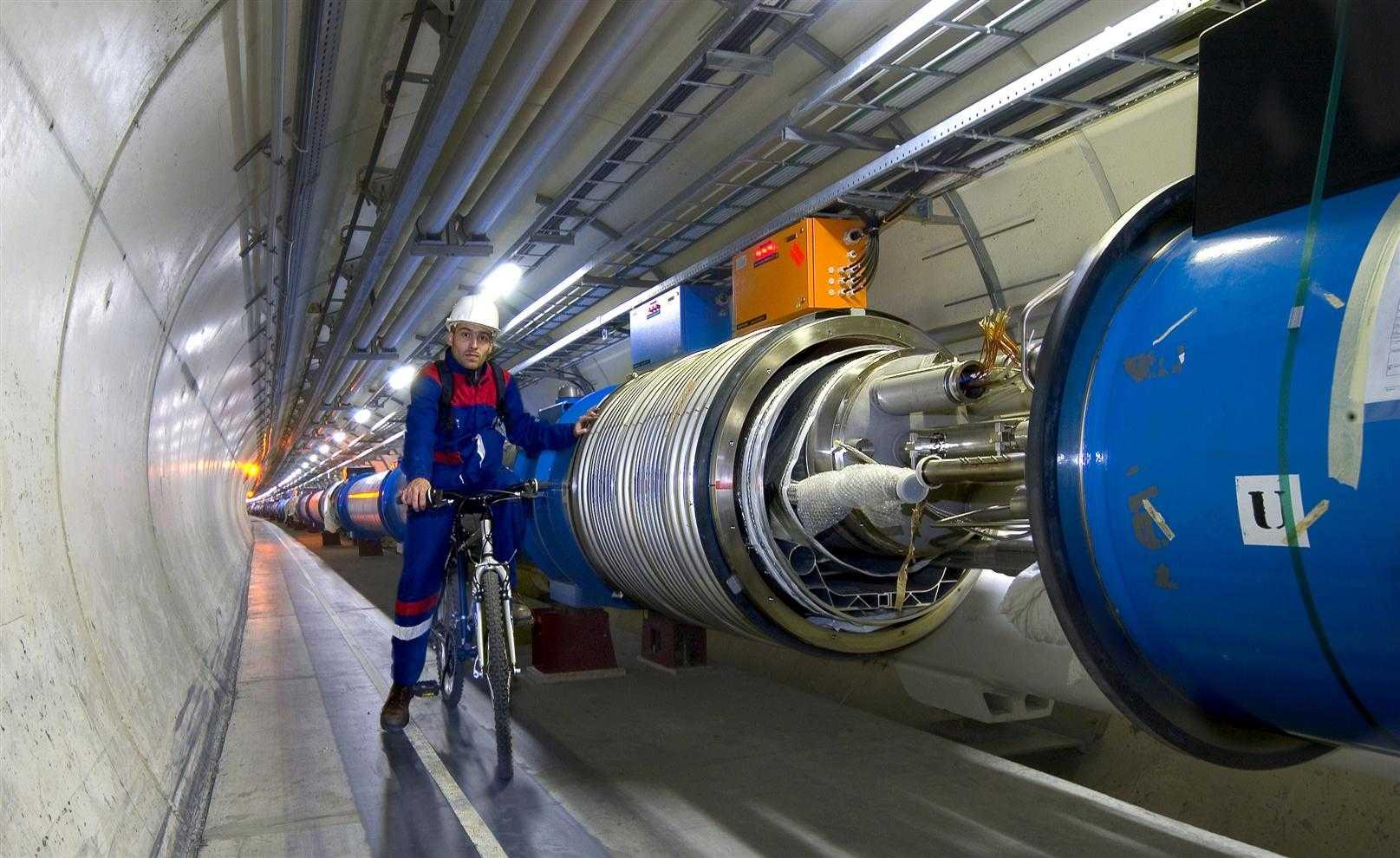 Физики впервые обнаружили взаимодействие фотонов друг с другом