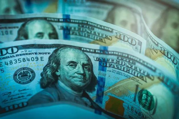 Падение доллара и рост золота: тенденции на рынке играют на руку России