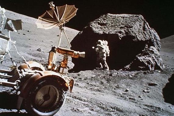 Куда пропали лунные камни?