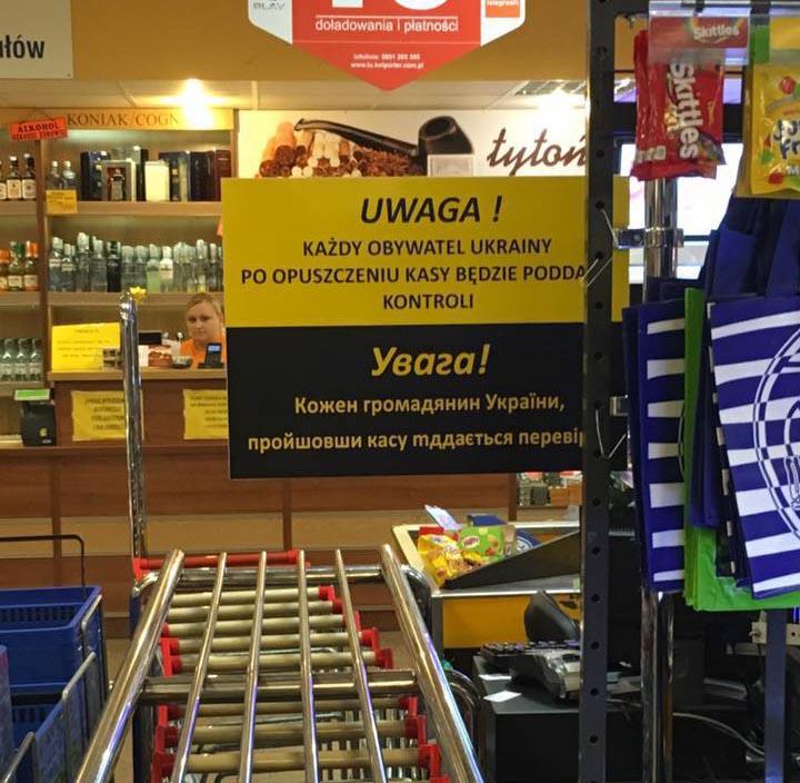 Lenkijojevienos parduotuvės šeimininkas neapsikentęspakabino perspėjimą: