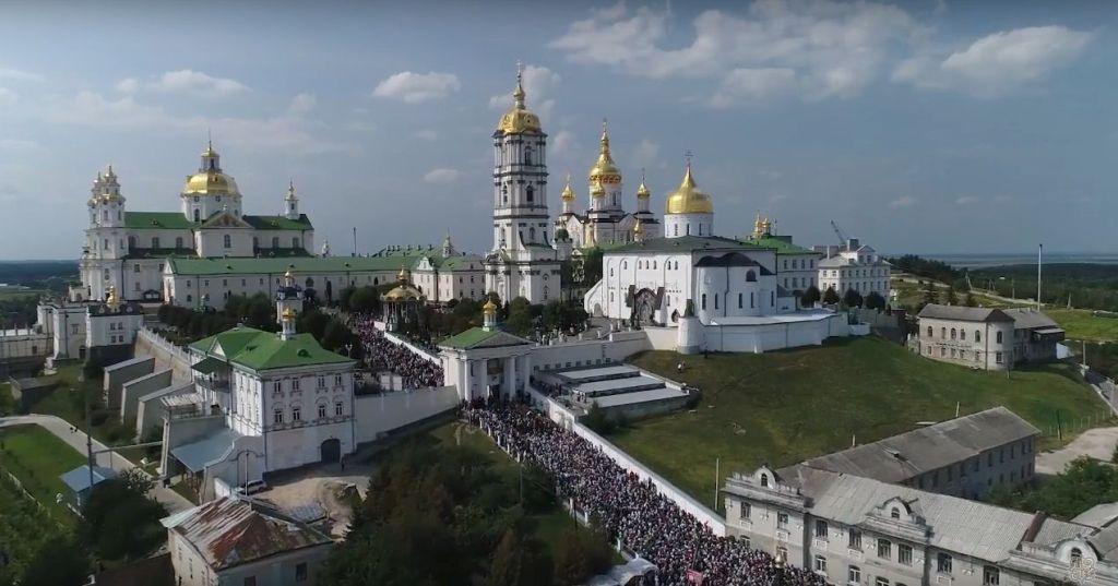 Украинские неонацисты устраивают дебош в Почаеве и получают отпор
