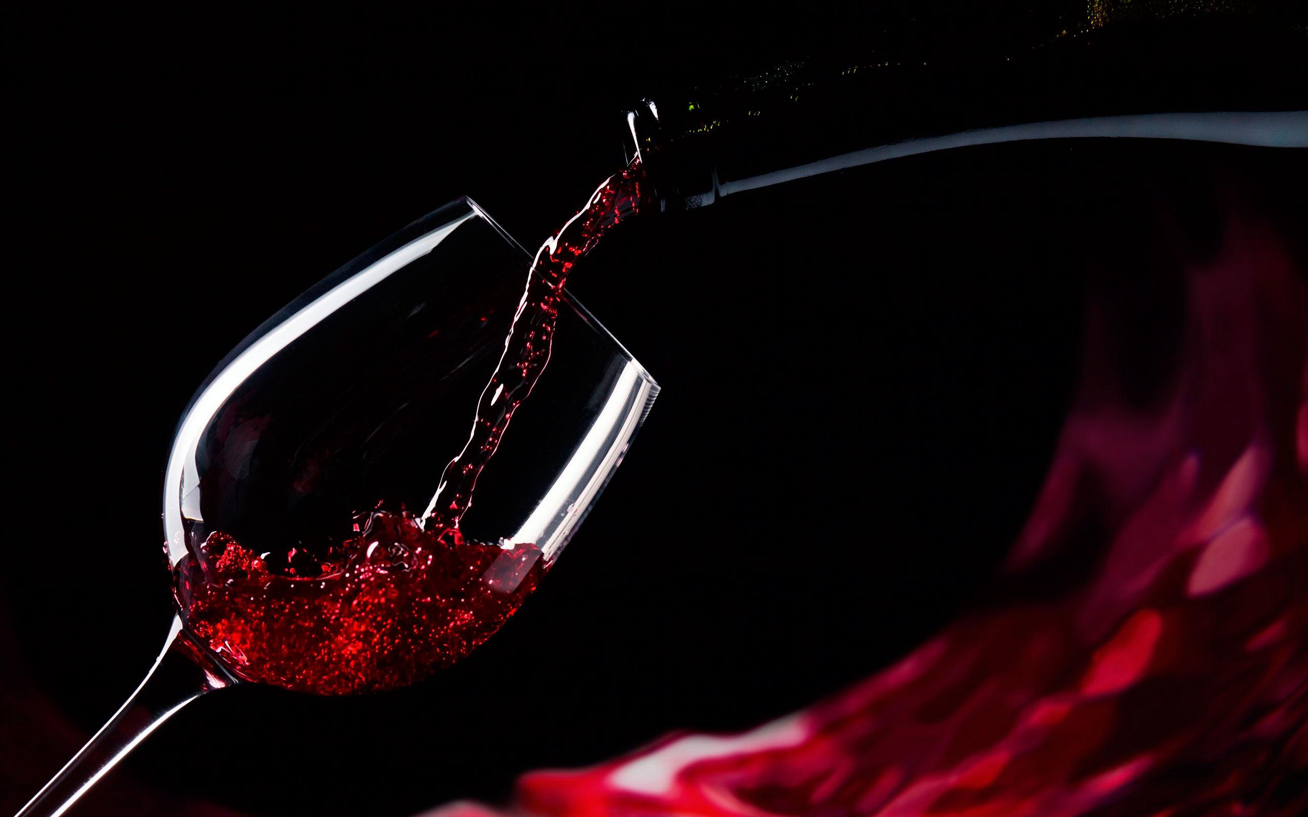 тому обои на рабочий стол бокал красного вина они часами думали
