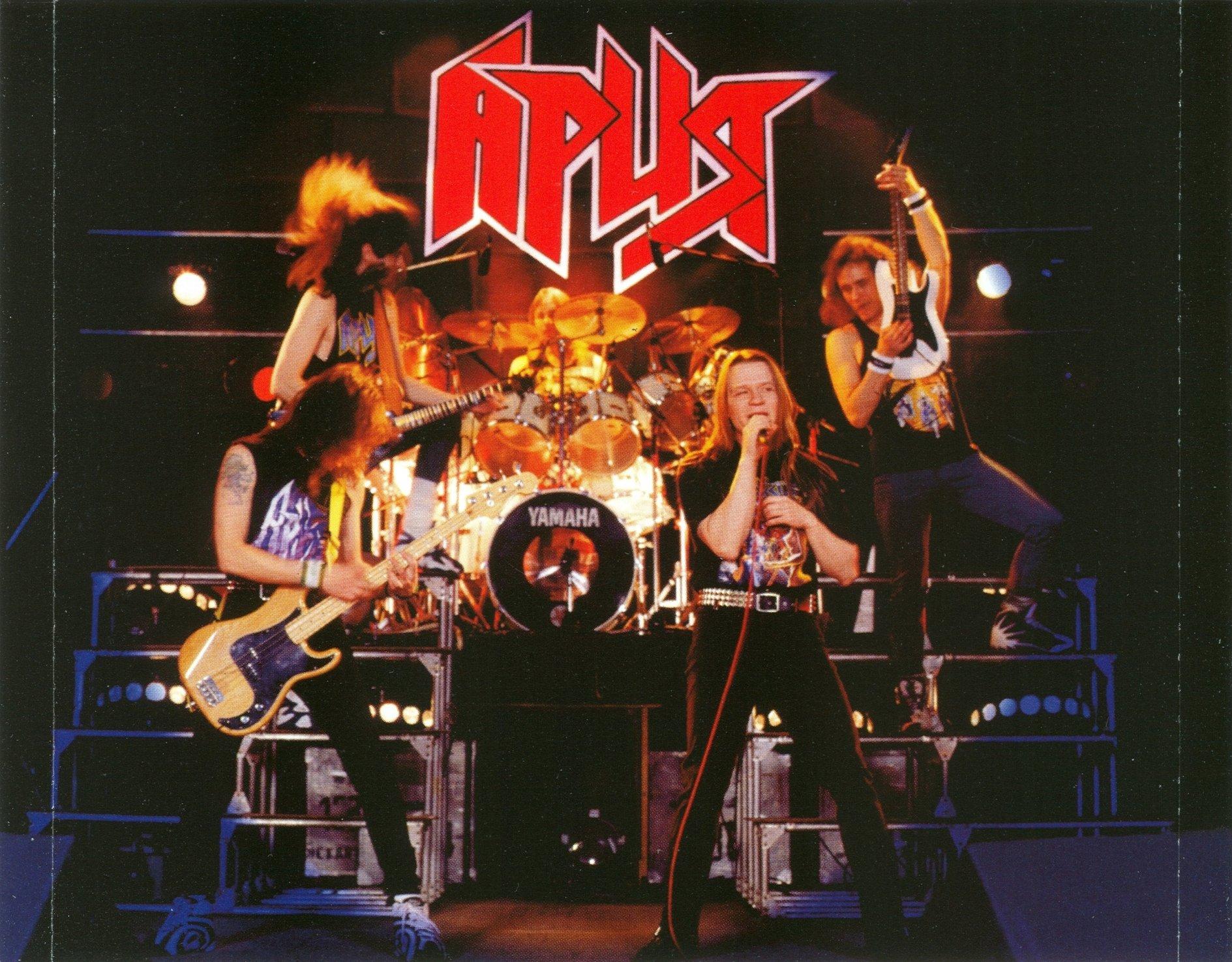 фотографии плакаты рок групп отличном состоянии, полностью