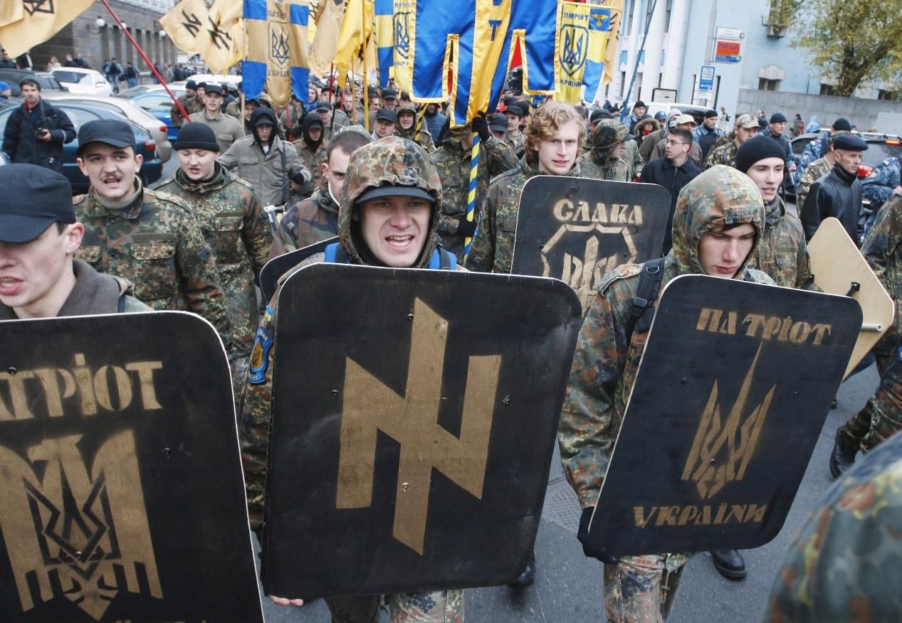 Украинские националисты не оставляют попыток пролезть к верхушке власти и некомпетентные лидеры радикалов намерены участвовать в парламентских выборах