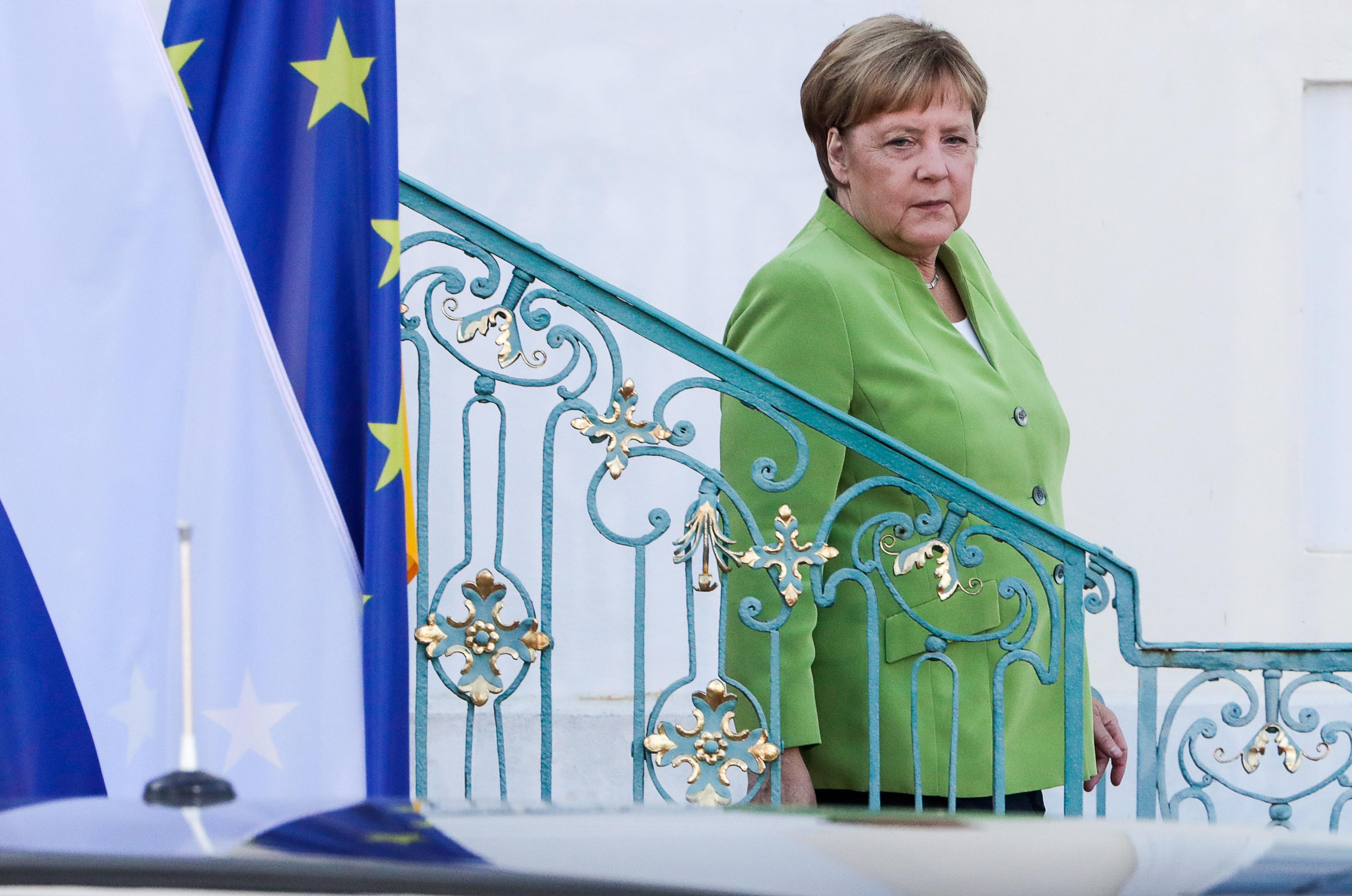 Закат эпохи. Меркель ради канцлерства приносит в жертву пост главы ХДС