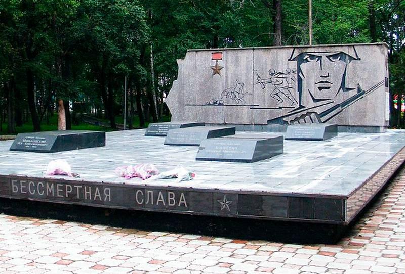 Не УКРАИНА? В Приморье выбросили на свалку надгробия героев-пограничников