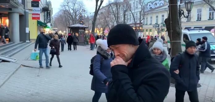 В Одессе сняли на видео странное поведение бывшего российского актера Пашинина