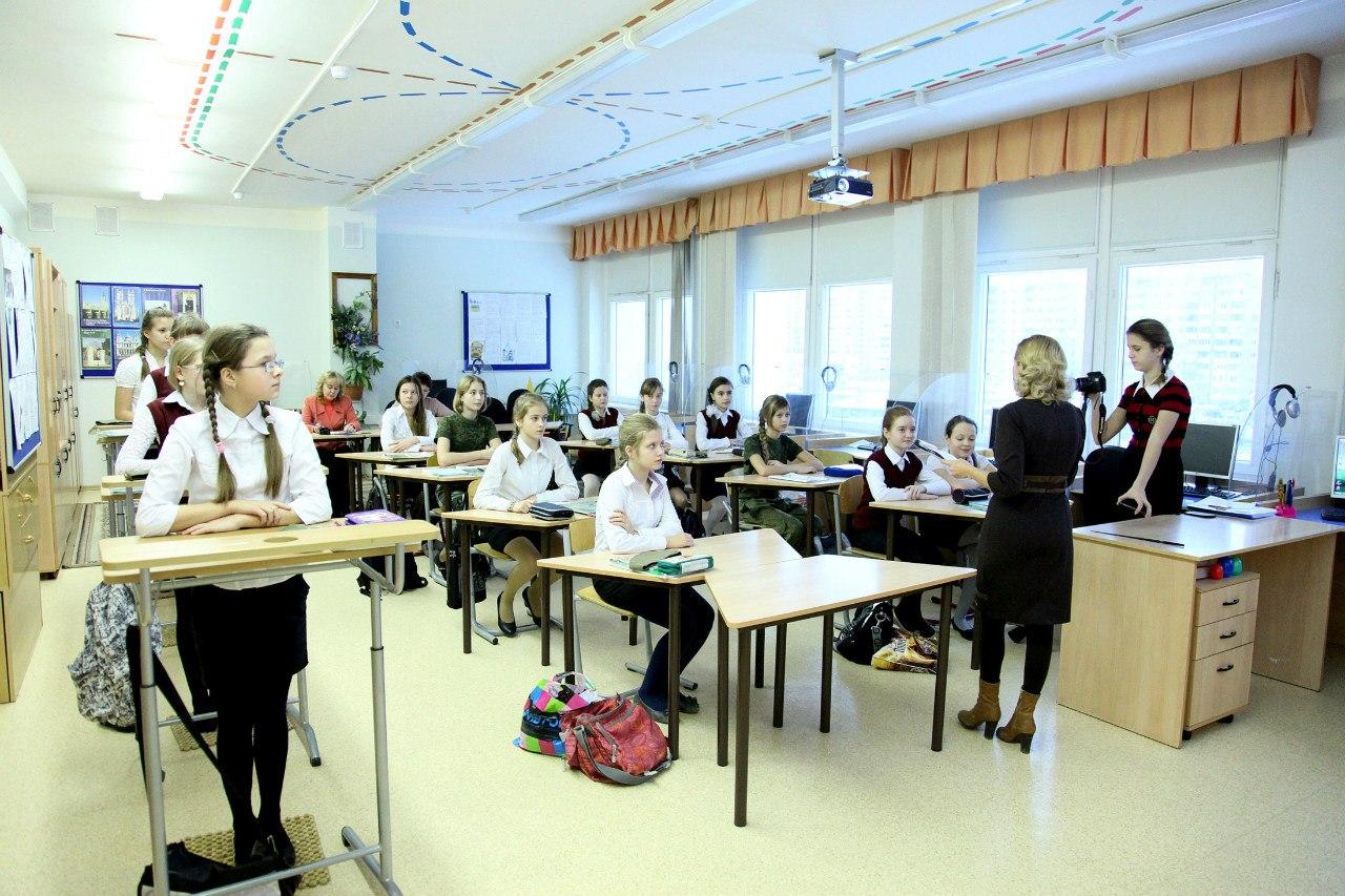 Класс девочек в государственной гимназии в Балашихе