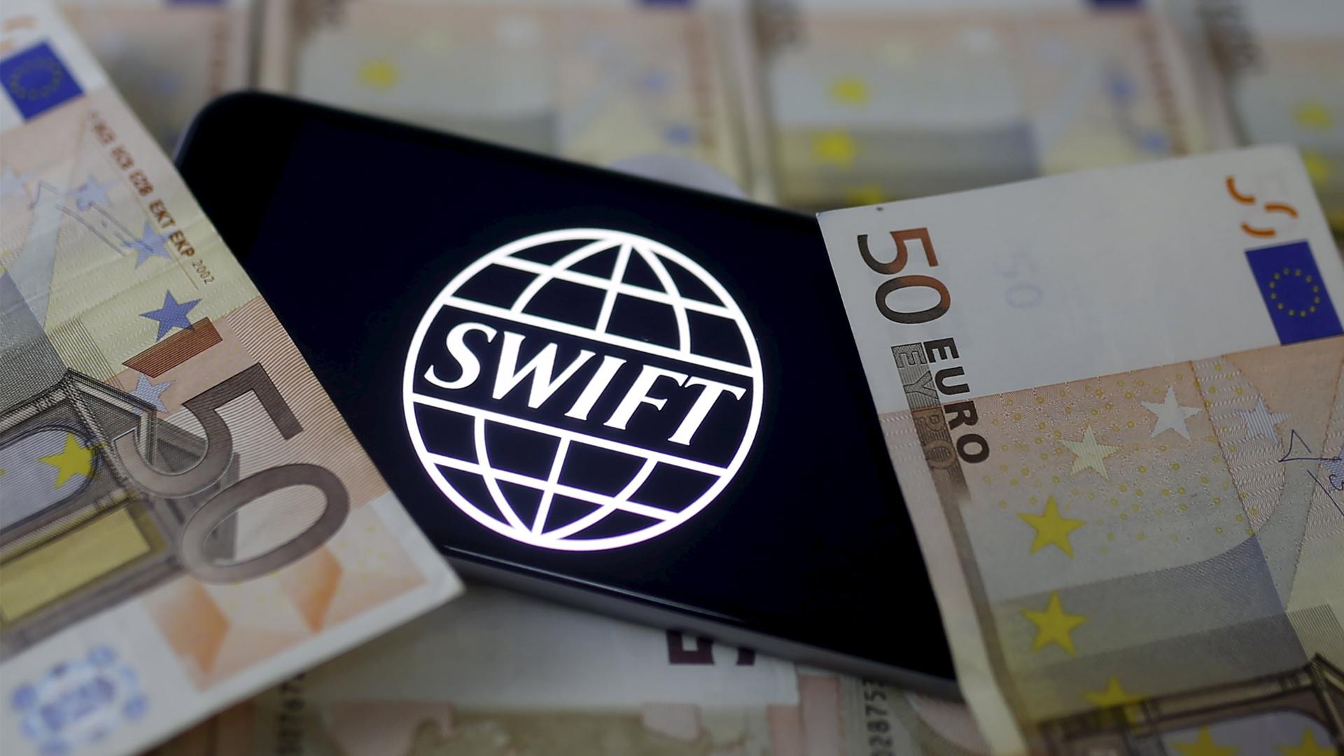 Немецкие СМИ обвинили Россию в угрозах финансового кризиса из-за подготовки выхода из SWIFT