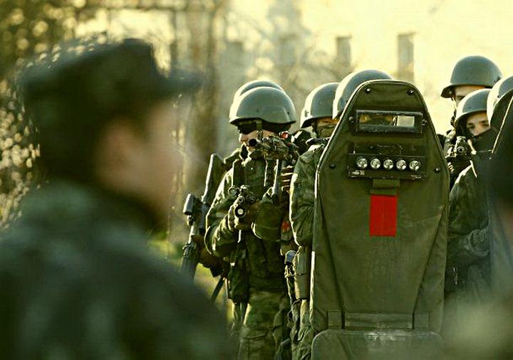 Иностранцы о штурме в/ч в Крыму : «Если бы штурм осуществляли США, ликвидировали бы всех, включая
