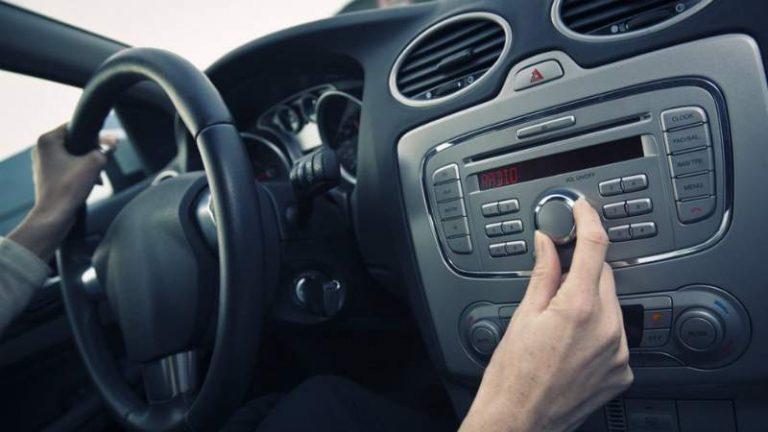 Какую музыку нужно слушать в автомобиле?