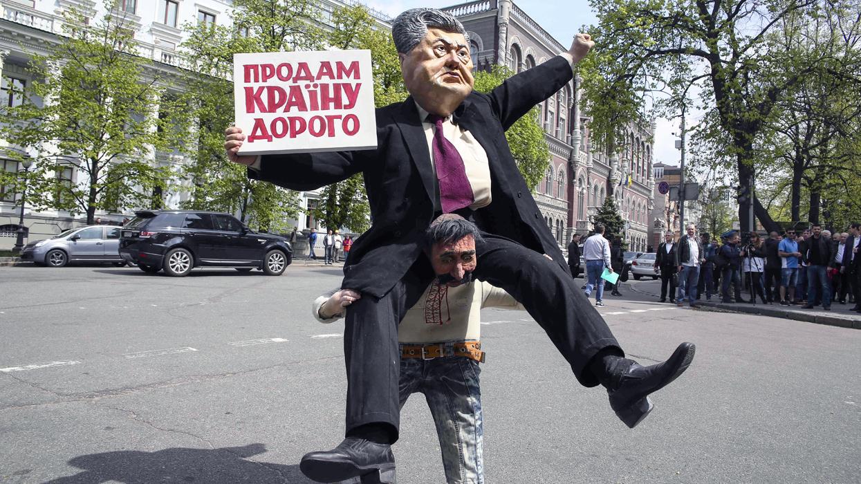 """Второй срок Порошенко проведет за решеткой - его """"сливают"""" США"""