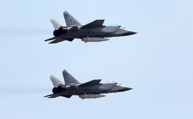 Гиперзвуковые ракеты истребителей МиГ-31К держат под прицелом ВМС Америки.
