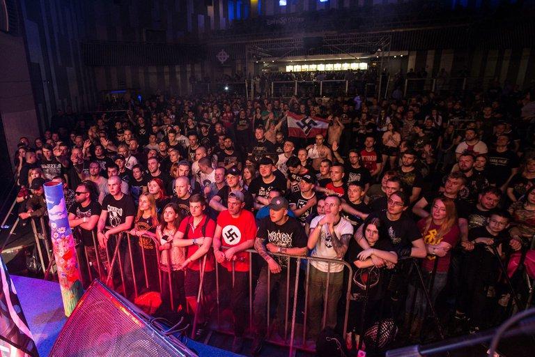 Почему украинские власти лелеют нацистов? Концерт в клубе «Бинго»