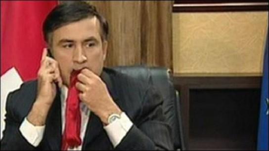 Мнение: Порошенко пора учиться у Саакашвили жевать галстук