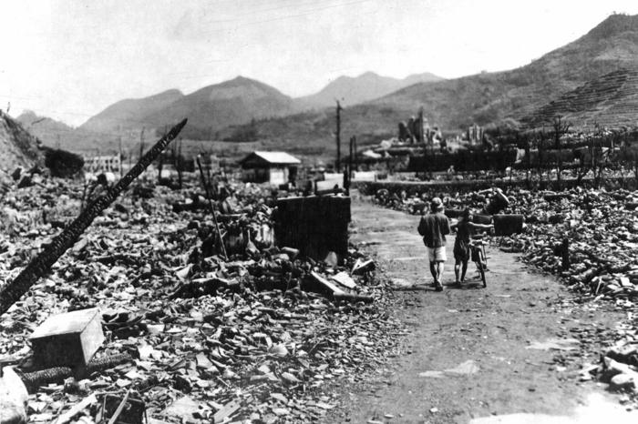 А почему США так и не покаялись за Хиросиму и Нагасаки?