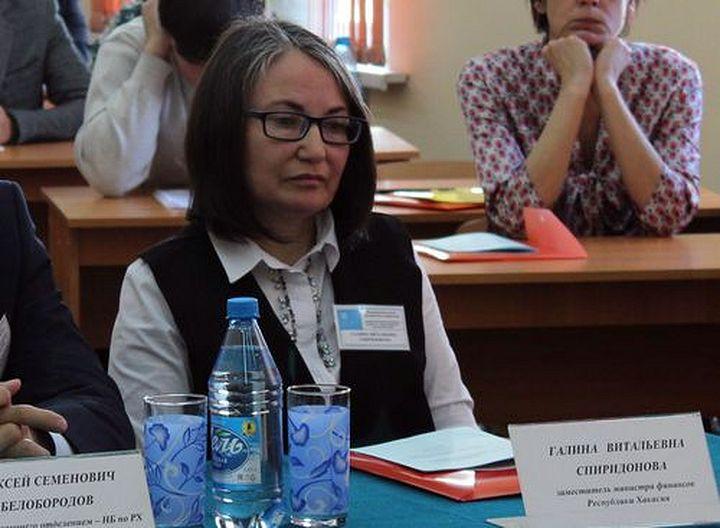 Уволена зам.министра финансов Хакассии, возмутившаяся начислением огромных премий чиновникам